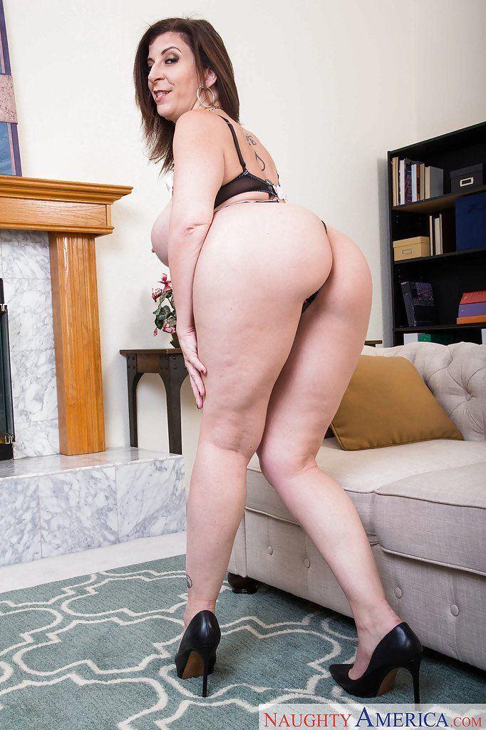 Fat sexy women having sex