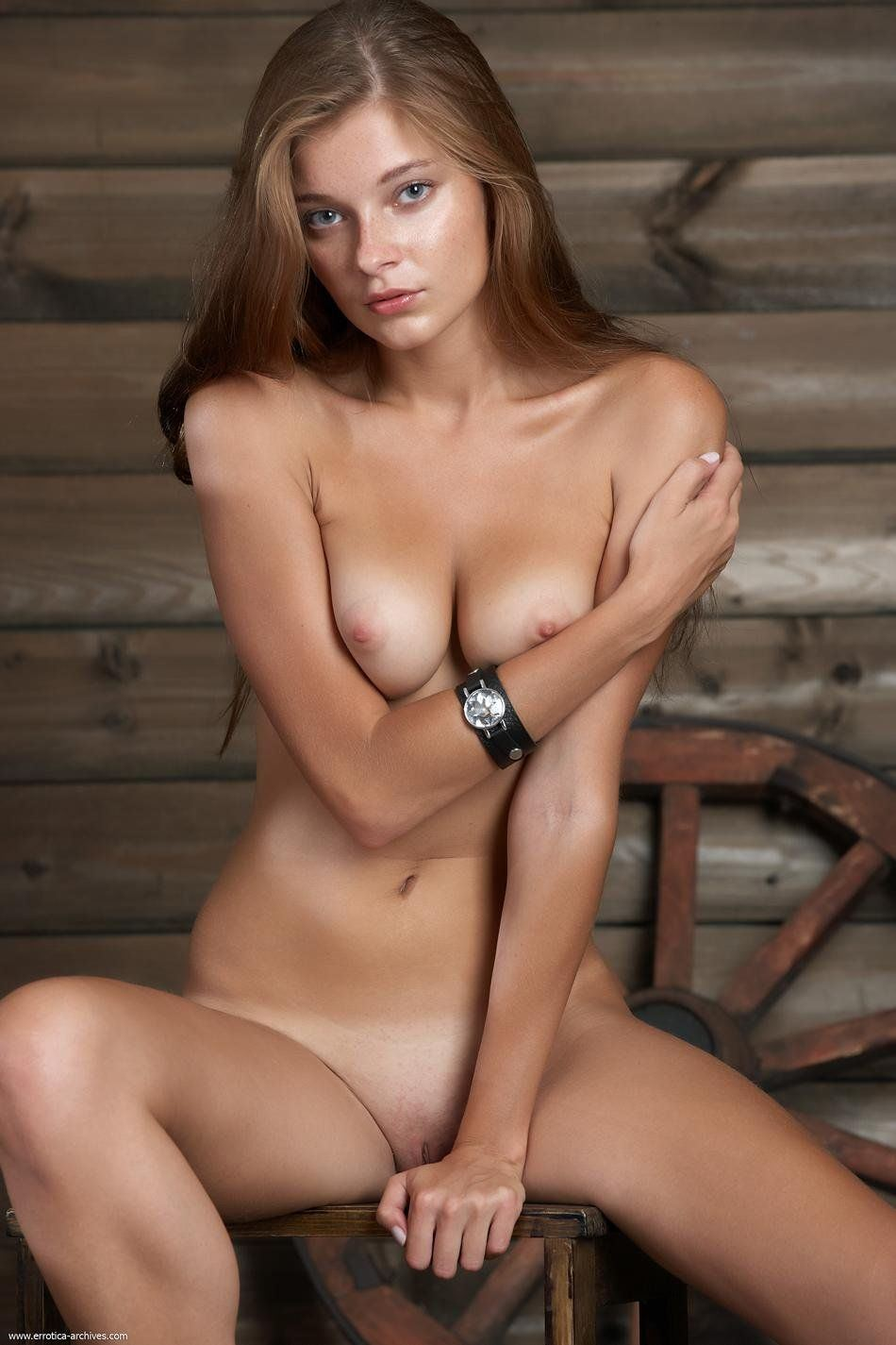 Indiana Evans Naked
