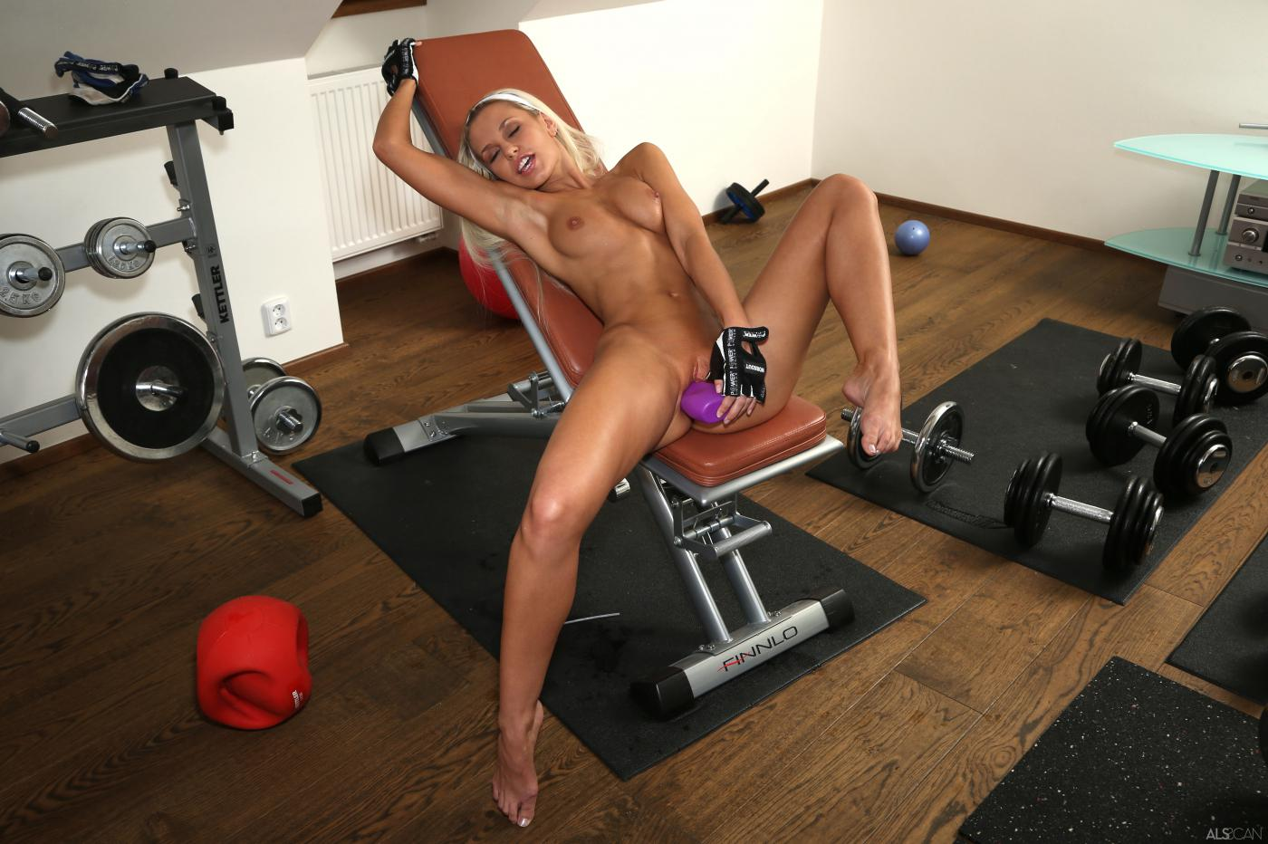 Something nude crossfit girls booties