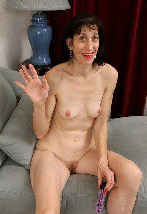 Homely nude mature woman