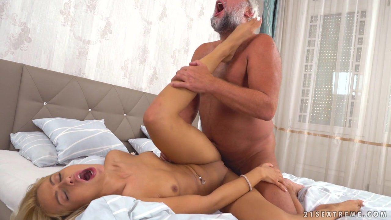 best of Girls Older a pussy licks yound man