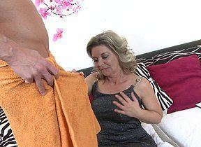Can not blowjob by horny housewife necessary
