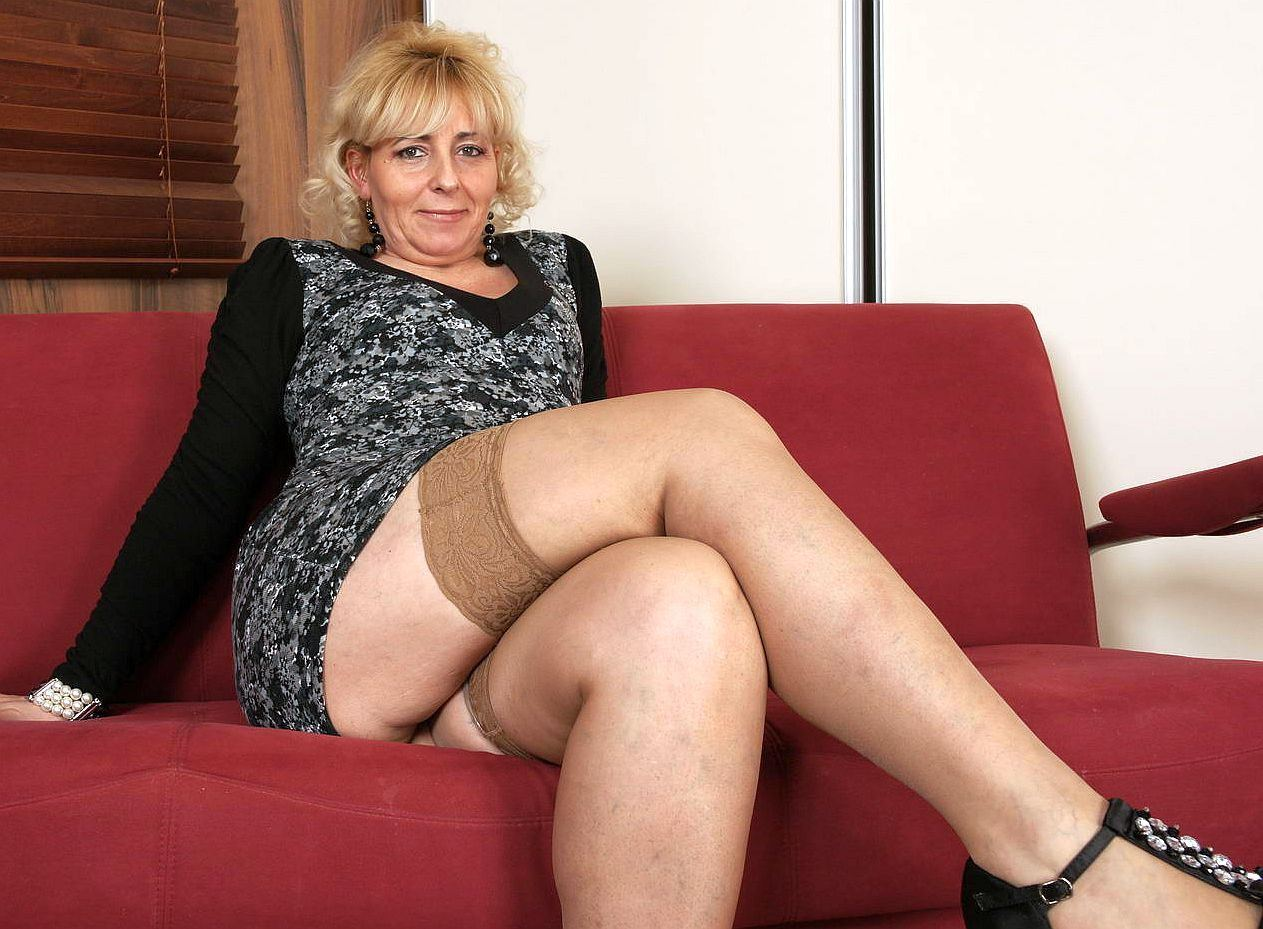 Mature in pantyhose free archive