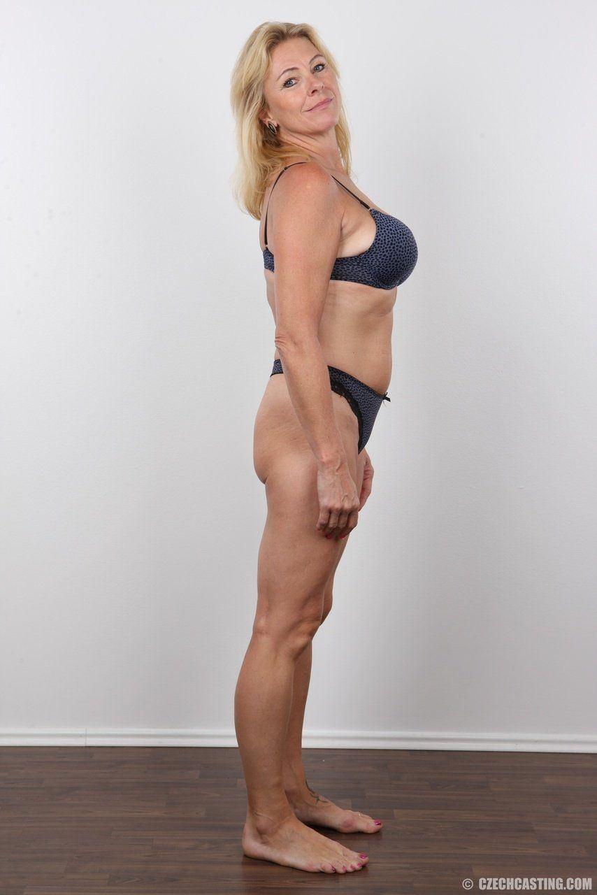 Gallery pose mature nude