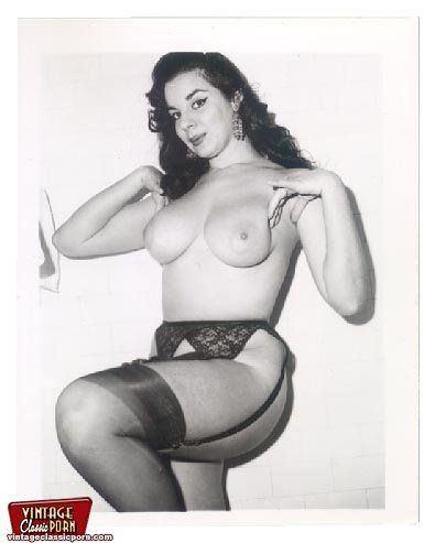 Busty girl erotic gif