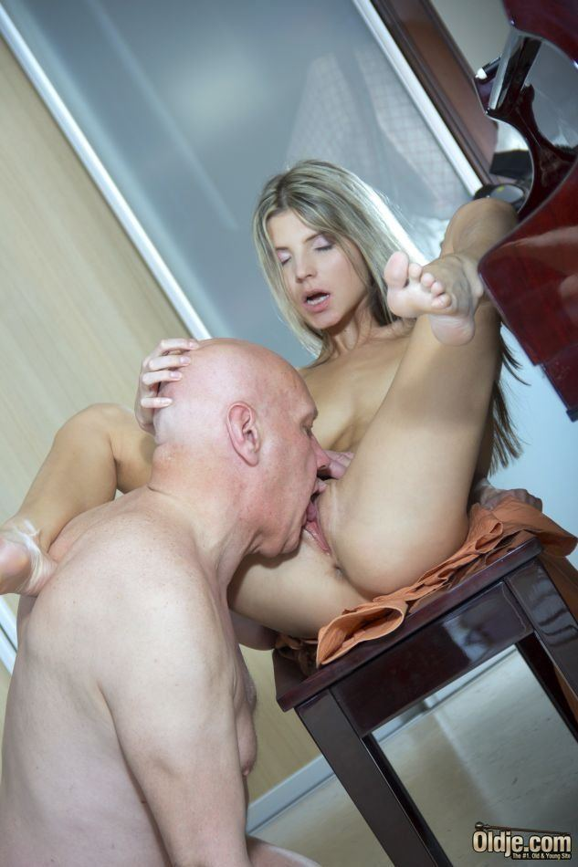 Older man licks a yound girls pussy