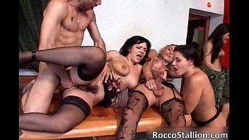 Strip club girls fucking