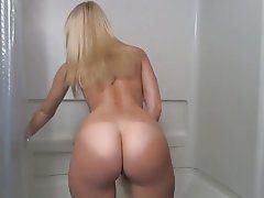 Pin up girl having sex
